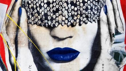 """Jérôme Revon """"Fly me"""", 2014 Composition photographique : Jérôme Revon Street-Artist : Dee Dee, Tirage unique argentique sur papier métallique collé sous Diasec 90 x 135 cm"""
